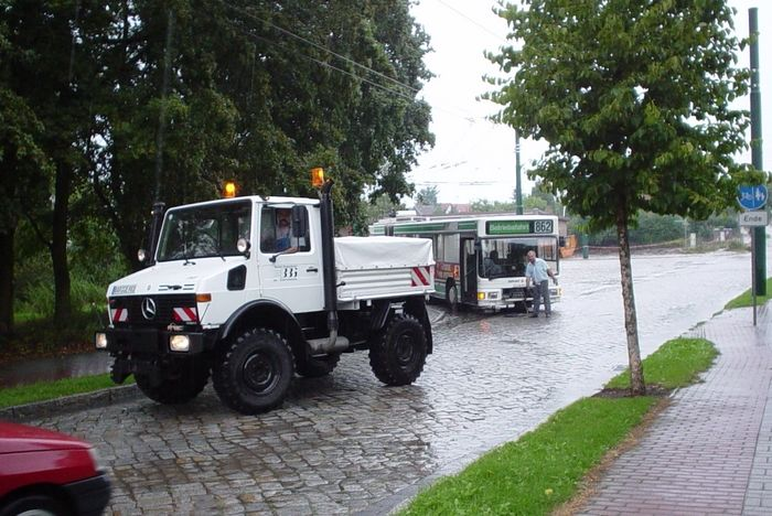 Breakdown lorry of the German type DB UNIMOG 427/10 when coupling the articulated trolleybus 039