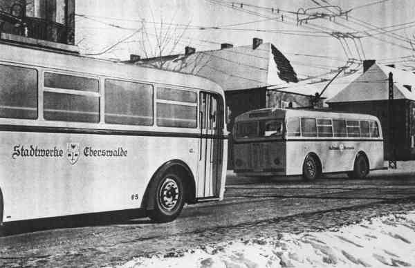 Trolleybuses no. 05(I) and 07(I) of the German type MPE 1 at the crossing Freienwalder Straße/Saarstraße at the branch to the artillery barracks