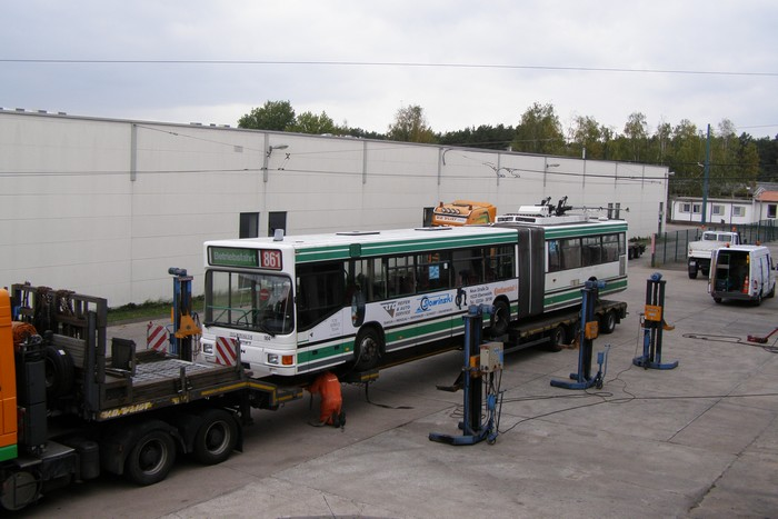 On 05 October 2011 was the articulated trolleybus no. 004 of the Austrian type ÖAF Gräf & Stift NGE 152 M17 shipped on a Dutch flat bed trailer.