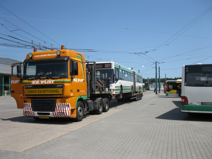 On 17 June 2012 was the articulated trolleybus no. 033 of the Austrian type ÖAF Gräf & Stift NGE 152 M17 shipped on a Dutch flat bed trailer.