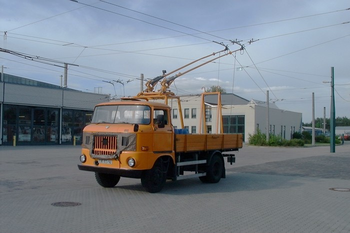 Deicer of the GDR-type IFA W 50 L (self-construction) for the overhead contact line
